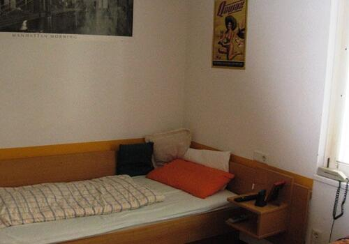 Living at the Kolpinghaus - Student room